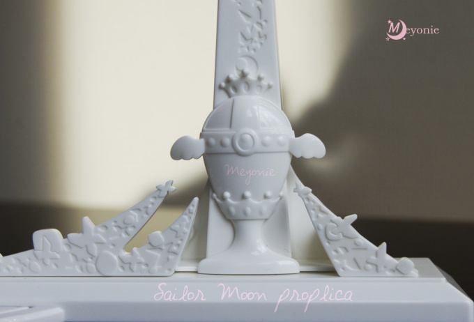 wand-Proplica-spiral-heart-moon-rod-meyonie-sailor-moon-stand
