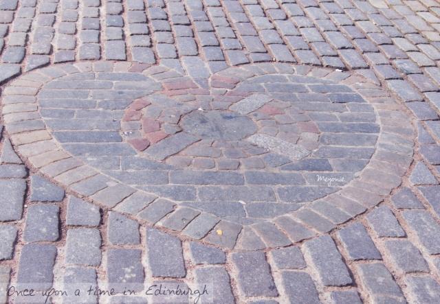 Edimbourg-Les-marches-de-St-Gilles-cathedral-le-coeur-de-la-place-by-meyonie