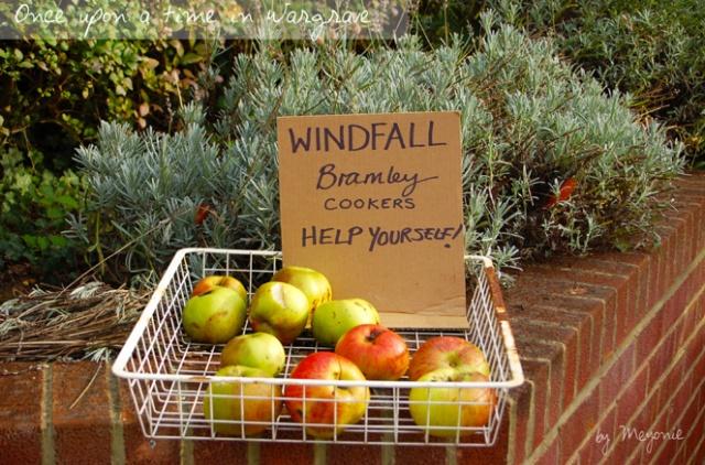 Wargrave-help-yourself-apple-Meyonie