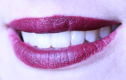 vampira-lipstick-kate-von-D-meyonie-1