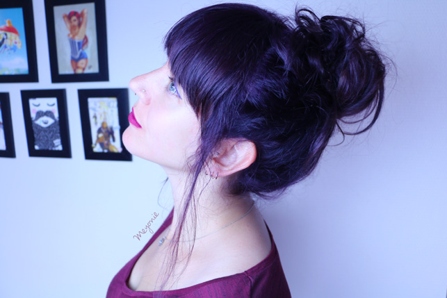 cheveux-colorés-violet-bleus-meyonie-frange-et-chignon
