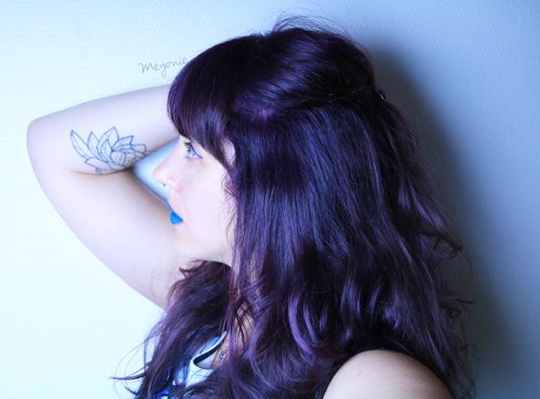 meyonie-limecrime-cheveux-violets-bleutés-frange-