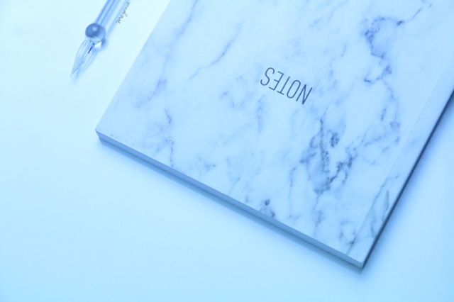 meyonie-notes-marbre-plume-verre
