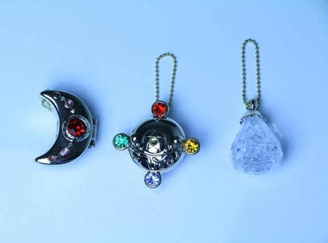 meyonie-sailor-moon-tablet-set-moon-silver-crystal-brooch