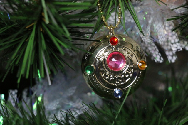meyonie-sapin-de-noel-sailor-moon-broche-doree