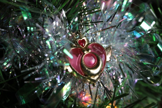 meyonie-sapin-de-noel-sailor-moon-heart-brooch