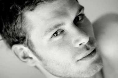 meyonie acteur sexy uk joseph morgan