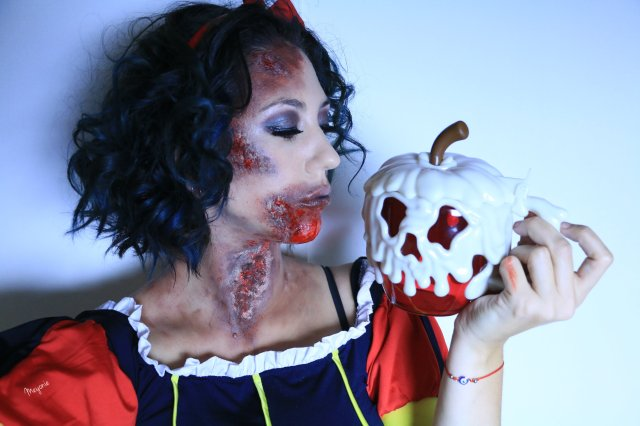 meyonie halloween snow white.jpg